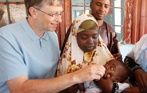 Bill Gates ha estado involucrado en el trabajo de vacunas en África durante años, pero su interés en Covid 19 ha provocado un nuevo escrutinio.