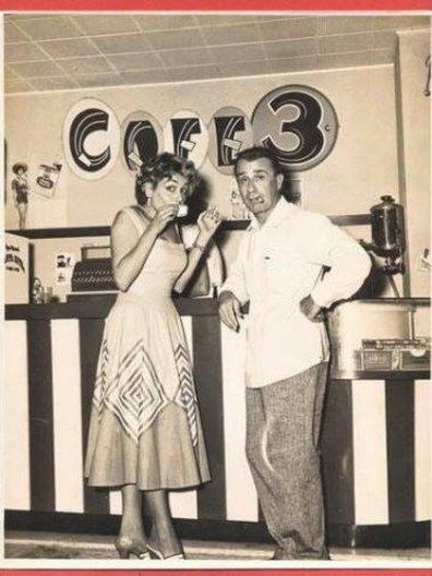 Biondi junto a la vedette cubana Amelita Baltar en La Habana. Ella, después de la revolución castrista, recaló en la Argentina