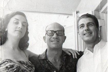 Una imagen de Cuba. Biondi, entre su hija Margarita y su yerno, Pepe Díaz Lastra, también actor que lo acompañó en su gran éxito en Canal 13 (gentileza Leonardo Mauricio Greco)