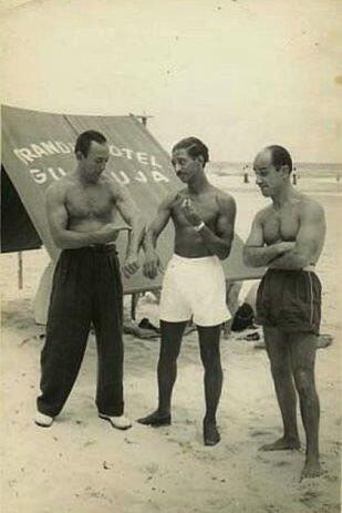 Pepe Biondi -a la derecha, sin su peluquín- en las playas de Cuba. (Gentileza Leonardo Mauricio Greco)