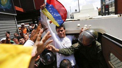 El 18 de febrero de 2014 el régimen de Maduro encarceló a López (Reuters)