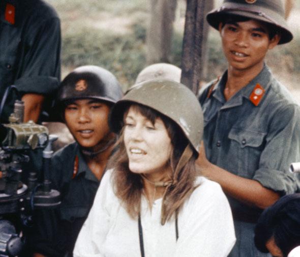 jane fonda se ganó el apodo de hanoi jane por confraternizar con el enemigo durante la guerra de vietnam