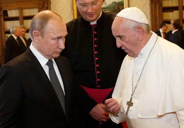 El Papa Francisco sostiene que las políticas comunistas traerían mayor justicia e inclusión en el mundo.