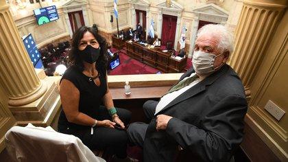 Vilma Ibarra negoció con Weretilneck. Junto a Ginés González García estuvieron en la sesión del Senado  (Foto: Charly Diaz Azcue / Comunicación Senado)