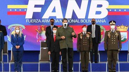 Mientras la atención se centraba en los entrenadores deportivos, los médicos y los técnicos que llegaban a Venezuela desde la isla, la influencia cubana se ampliaba discretamente en un sector clave: las fuerzas armadas. (PRENSA PRESIDENCIAL VENEZUELA)