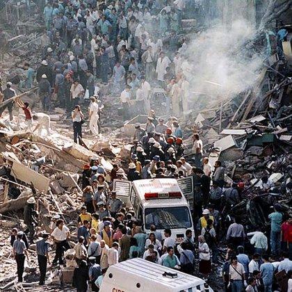 En el atentado murieron 22 personas y al menos 242 resultaron heridas. Dos años después sucedería el ataque terrorista a la AMIA