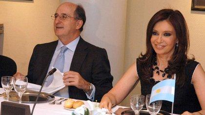 Antonio Brufau, el entonces titular de Repsol, en una reunión con la entonces senadora y luego benefactora Cristina Fernández de Kirchner NA: PRESIDENCIA