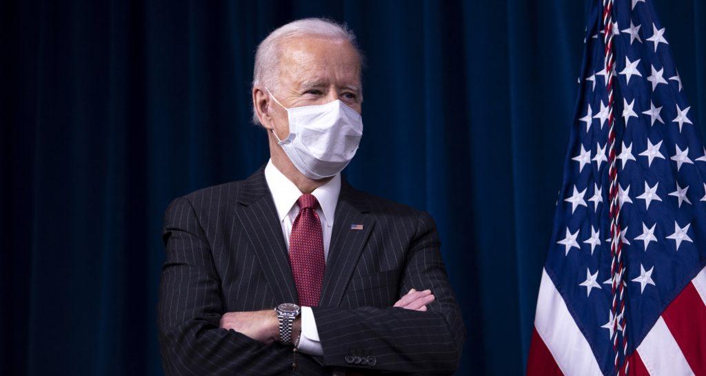 """Biden, esperanzas, promesas y caminos al infierno, pavimentados de """"buenas intenciones"""". Imagen: U.S. Secretary of Defense via Flickr"""
