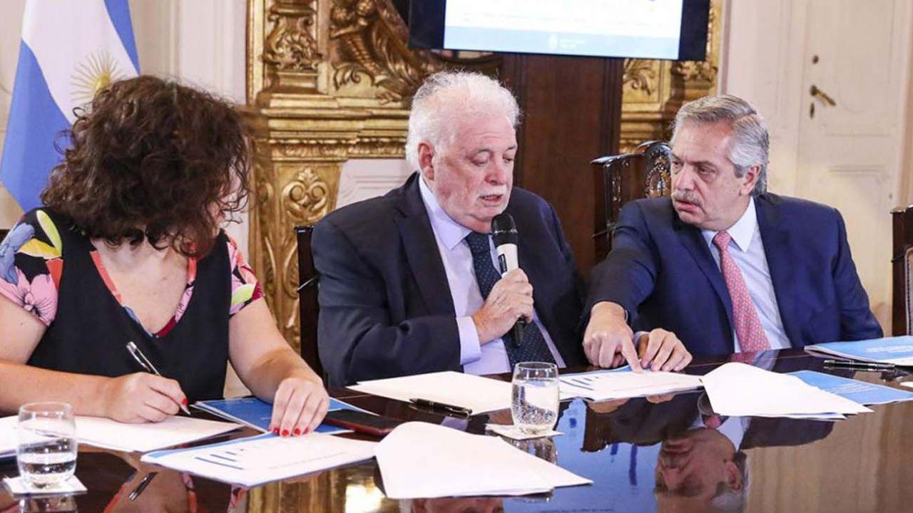 Denunciaron penalmente a Alberto Fernández por las negociaciones con el laboratorio argentino que fabrica la vacuna de AstraZeneca