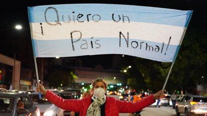 Un grupo de personas se manifestó frente a la Quinta de Olivos, luego de los anuncios de Alberto Fernández (Franco Fafasuli)