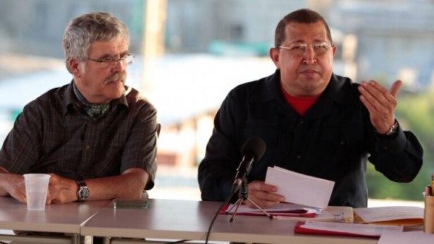 Julio De Vido y Hugo Chávez, el corazón del vínculo con Venezuela