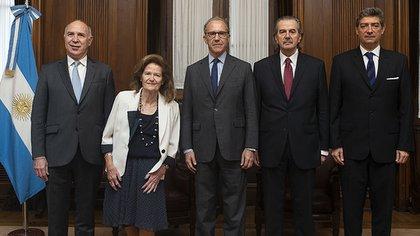 Integrantes de la Corte Suprema: (de izquierda a derecha) Ricardo Lorenzetti, Elena Highton de Nolasco, Carlos Rosenkrantz, Juan Carlos Maqueda y Horacio Rosatti