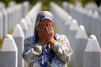 A dos décadas de los hechos, las víctimas no han recibido justicia y son estigmatizadas, mientras miles perpetradores están libres: hubo solo 40 condenados. (REUTERS/Dado Ruvic)