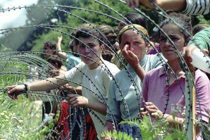 Foca, en el Hotel Vilina Vlas, Grbavica o Vogosca fueron puntos de un sistema de campos de concentración de mujeres, donde se violó y se torturó desde niñas de seis años hasta ancianas de 70. (AP Photo/Darko Bandic)